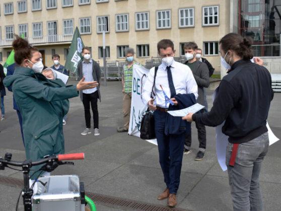 Übergabe des Klimaschutz Forderungsschreibens an die Regierung von Sachsen